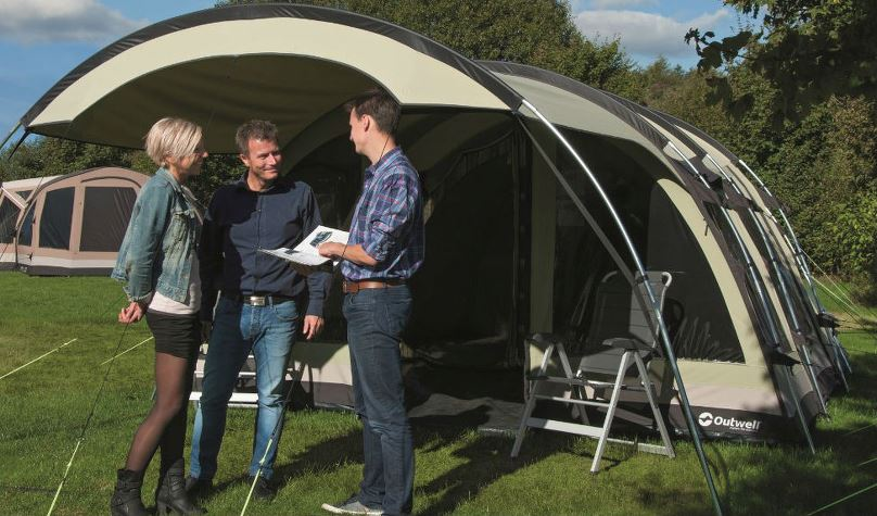 Couple buying a tent